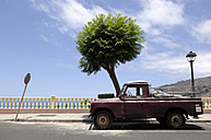 Spain, Canary Islands, La Palma, old pick-up truck in Tazacorte - GUFF000024