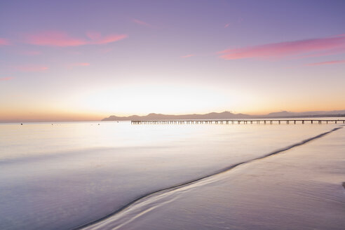 Spain, Balearic Islands, Majorca, footbridge leads out to the sea in the morning light - MSF004331