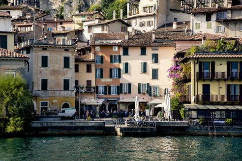 Italy, Lombardy, Brecia, Limone sul Garda, View of the city - LVF002180