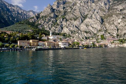 Italy, Lombardy, Brecia, Limone sul Garda, View of the city - LVF002176