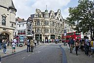 UK, Oxford, People in street - FR000114