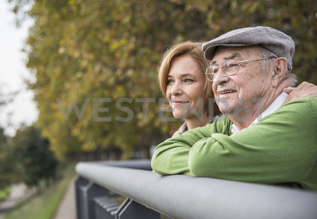 Confident senior man with daughter outdoors - UUF002640