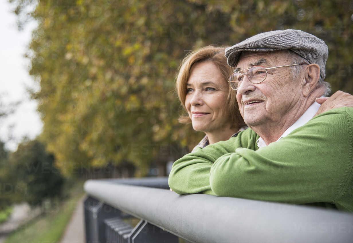 Confident senior man with daughter outdoors - UUF002640 - Uwe Umstätter/Westend61