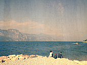 Italy, Brenzone sul Garda, siblings at Lake Garda - LVF002235