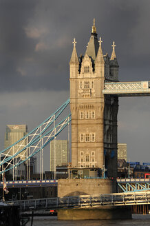 UK, London, Tower Bridge - MIZF000639
