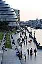 UK, London, South Bank, City Hall and Queen's Walk along the River Thames - MIZF000666