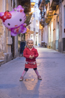 Italy, Sicily, Syracuse, smiling little girl with 'Hello Kitty' balloon - IP000160