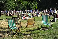 UK, London, Ritz Corner, canvas chairs in Green Park - MIZ000693