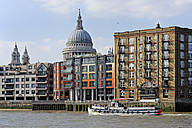 UK, London, St. Paul's Cathedral behind housing at the River Thames - MIZF000701