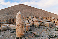 Turkey, Adiyaman Province, view to stone head of Antiochos at Mount Nemrut - SIEF006246