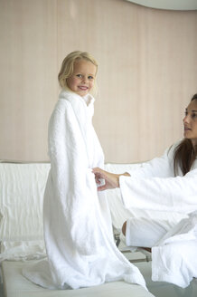 Mother and daughter relaxing in hotel spa - FSF000342