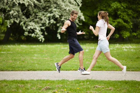 Man and woman jogging in park - CvKF000212