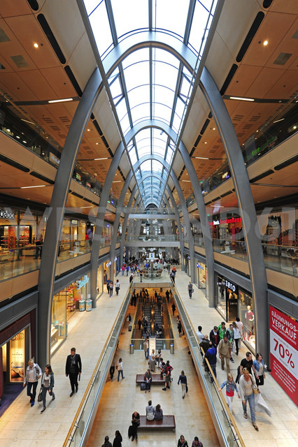 Germany, Hamburg, shopping mall Europa Passage - MIZ000712 - Michael Zegers/Westend61