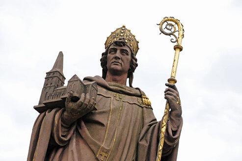 Germany, Hamburg, statue of archbishop Ansgar - MIZF000789