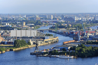 Germany, Hamburg, Steinwerder, harbor and River Elbe - MIZF000760