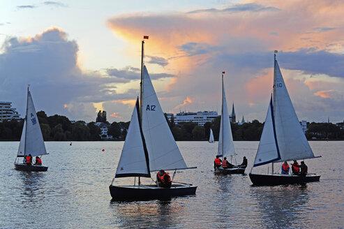 Germany, Hamburg, sailboats on Lake Alster - MIZ000781