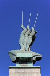 Germany, Hamburg, sculpture at Lake Alster - MIZ000783