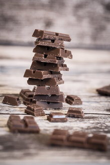 Stack of chocolate pieces on wood - SARF001044