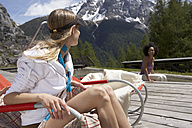 Switzerland, two young women relaxing on a sun deck - FSF000382