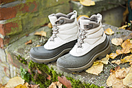 Pair of new winter boots - MAEF009268