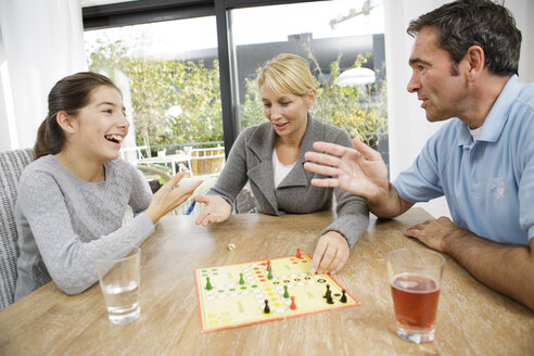 Family playing ludo at home - GD000598