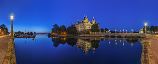 Germany, Mecklenburg-Western Pomerania, Schwerin, Schwerin Palace in the evening - PVCF000196