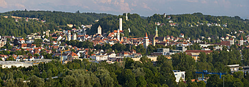 Germany, Baden-Wuerttemberg, Ravensburg, town towers in old town - SHF001598