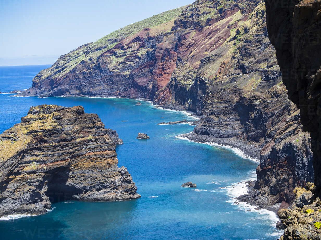 Spain, Canary Islands, La Palma, cliff coast at Garafia - AMF003259 - Martin Moxter/Westend61