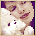 Woman with cuddly toy - HOHF001173