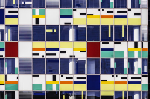 Germany, North Rhine-Westphalia, Duesseldorf, Colourful facade of an office building - THA000961