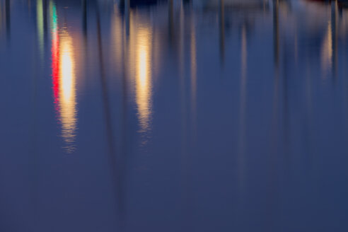 Germany, Baden-Wuerttemberg, Lake Constance, Iznang, lights on water surface - SHF001699