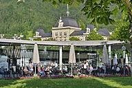 Austria, Vorarlberg, Bregenz, people in restaurant at harbor building - SH001663