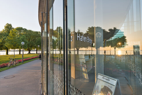 Austria, Vorarlberg, Lake Constance, Bregenz, reflection of sunset in new harbor building - SH001658