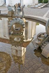 Germany, Baden-Wuerttemberg, Friedrichshafen, Buchhorn fountain and Nicholas Church - SH001643