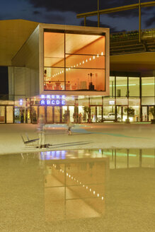 Austria, Vorarlberg, Bregenz, illuminated festival hall - SH001724