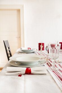 Red-white laid table at Christmas time - LVF002353