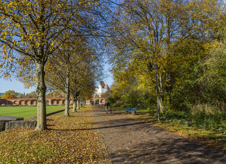Germany, Bavaria, Ingolstadt, Klenzepark in autumn, New Castle in the background - MAB000271