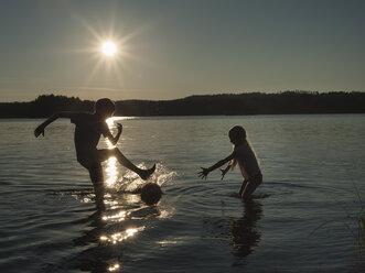 Finland, Southern Savonia, Savonlinna, lake Saimaa, children splashing in water - JBF000169