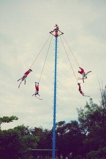 Mexico, Quintana Roo, Tulum, Voladores dancing Danza del Volador - BR000823