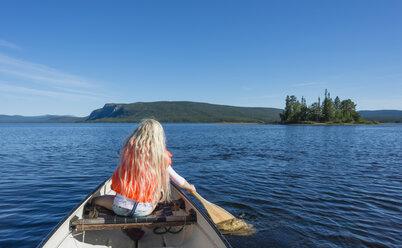 Sweden, Lapland, Norrbotten County, Kvikkjokk, canoeing girl on lake Saggat - JBF000191