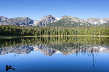 USA, Colorado, Rocky Mountain National Park, Bierstadt Lake - NNF000106