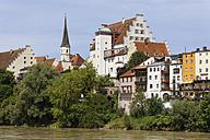 Germany, Bavaria, Upper Bavaria, Wasserburg am Inn, Old town with castle at Inn river - SIEF006313