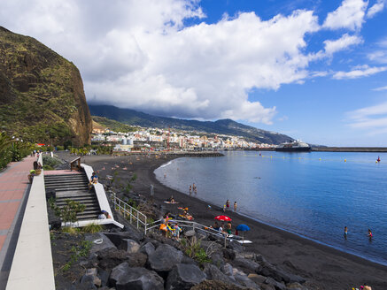 Spain, Balearic Islands, La Palma, Santa Cruz de la Plama, View to black lava beach - AMF003358