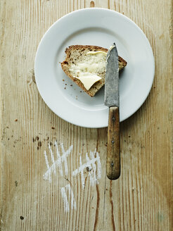Plate with bread and butter - HOEF000293
