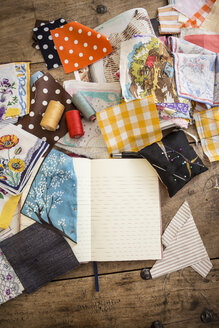 Sketchbook and cloth samples on work desk - DISF001146
