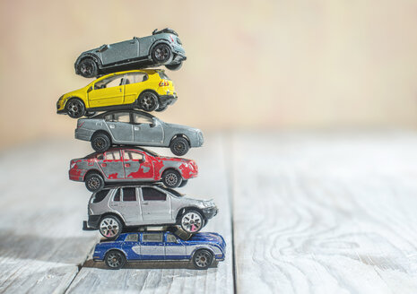 Pile of old toys cars - DEGF000015