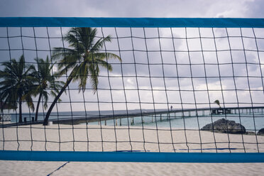 Maledives, Ari Atoll, view to sea with wooden boardwalk and volleyball net in the foreground - FL000601