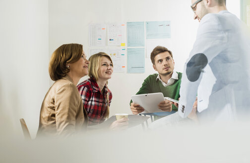 Business meeting in conference room - UUF002839