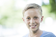 Portrait of smiling boy - ZEF002740