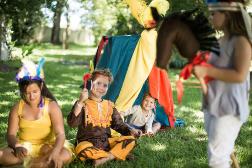 Kids in garden playing Cowboys and Indians - ZEF003430